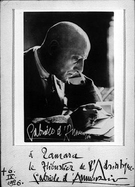 1926-29 – D`Annunzio commissions Tamara to paint his portrait, and she visits him at his famous villa Il Vittoriale in Gardone, purportedly to paint him, in fact, however to start an affair with him. Neither the portrait nor the affair materializes.In 1927 Kizette on the Balcony wins the important first prize at the Exposition Internationale des Beaux Arts in Bordeaux. In 1929 Kizette`s First Communion wins the bronze medal at the Exposition Internationale in Poznan, Poland.