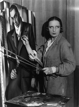 1928 – After the bitterness of the preceding years, Tamara and Tadeusz divorce.The same year she meets Baron Raoul Kuffner, a collector of her works.image: Tamara paints Tadeusz, 1928